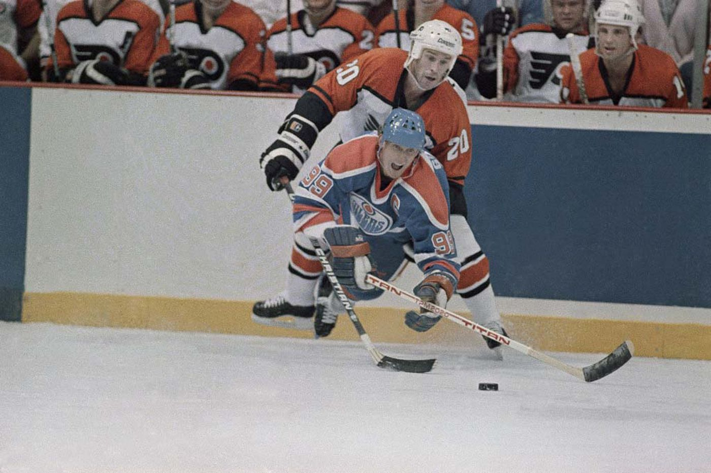 'Flyers Decades' debuts Thursday and tries to fill the void for life without hockey