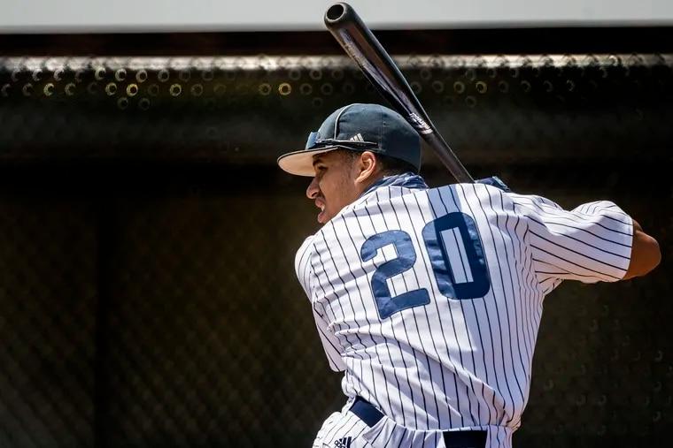 Lonnie White has chosen baseball over football, reports say.