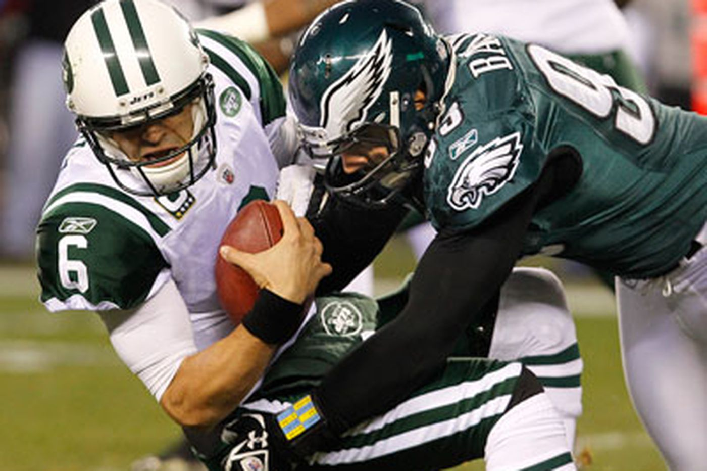 Eagles capitalize on Giants' gift, Jets' ineptitude
