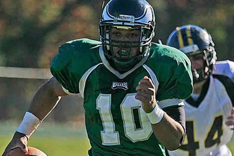 """Winslow Township quarterback Bill Belton """"has an unbelievable will to compete and win,"""" says his coach. (Akira Suwa/Staff Photographer)"""