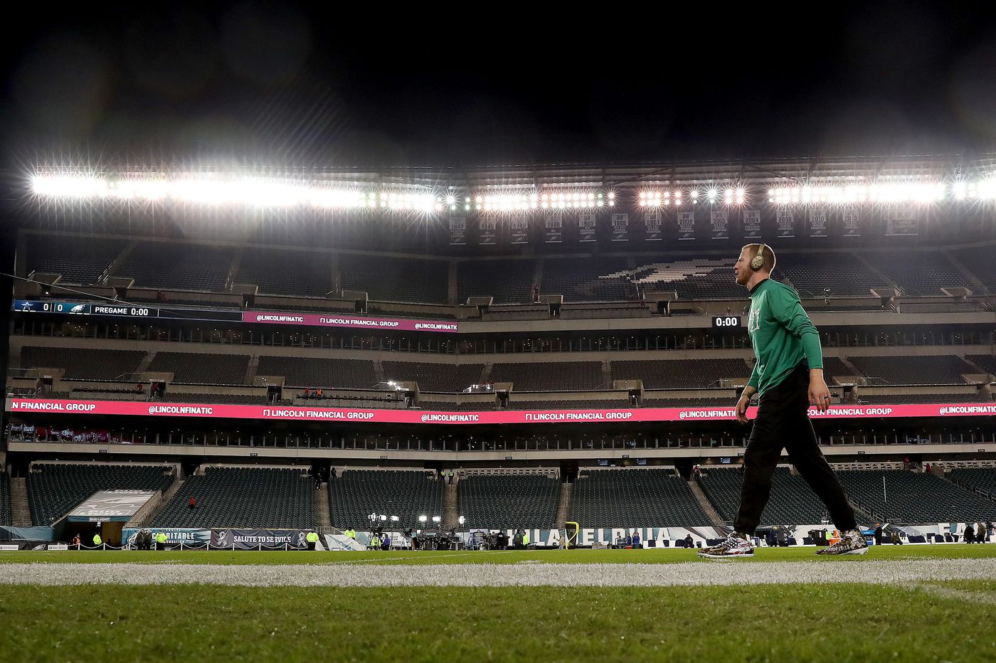 Video: Eagles, Cowboys players mix it up during pregame warmups