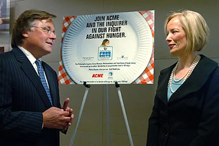Brian Tierney, CEO of Philadelphia Media Holdings, which owns the Daily News, Inquirer and Philly.com, stands with Judy Spires, president of Acme Markets. (Sarah Glover / Staff Photographer)