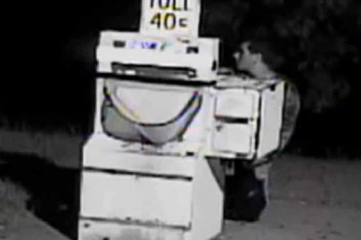 Dumb criminal breaks into Atlantic City Expressway toll machine in full view of camera