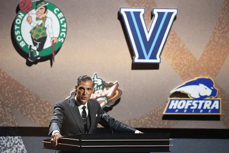 Jay Wright giving his speech at Saturday's Basketball Hall of Fame Enshrinement ceremony in Springfield, Mass.