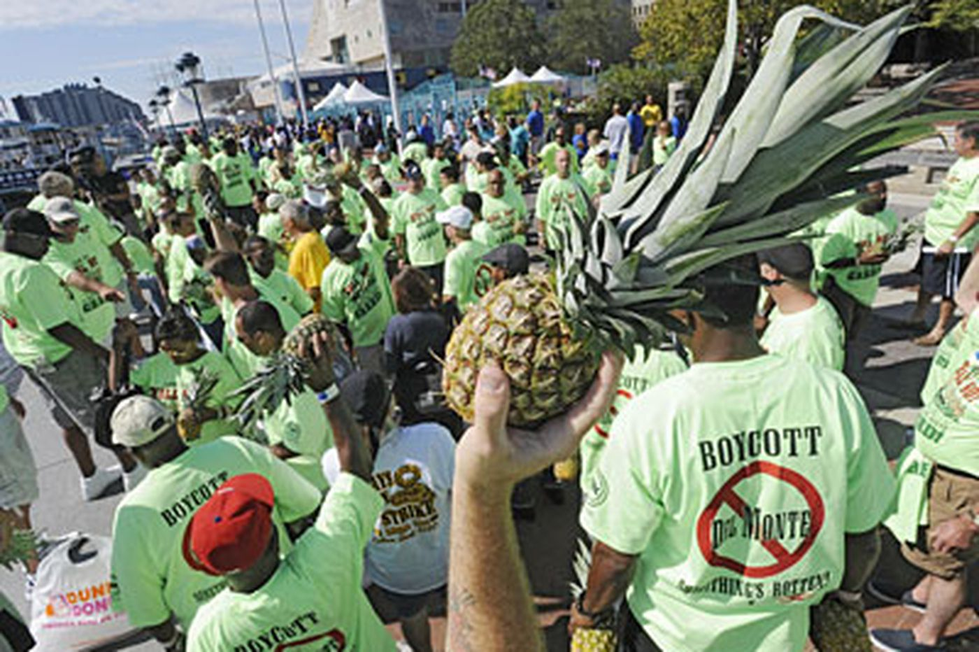Dock workers dump pineapples in protest