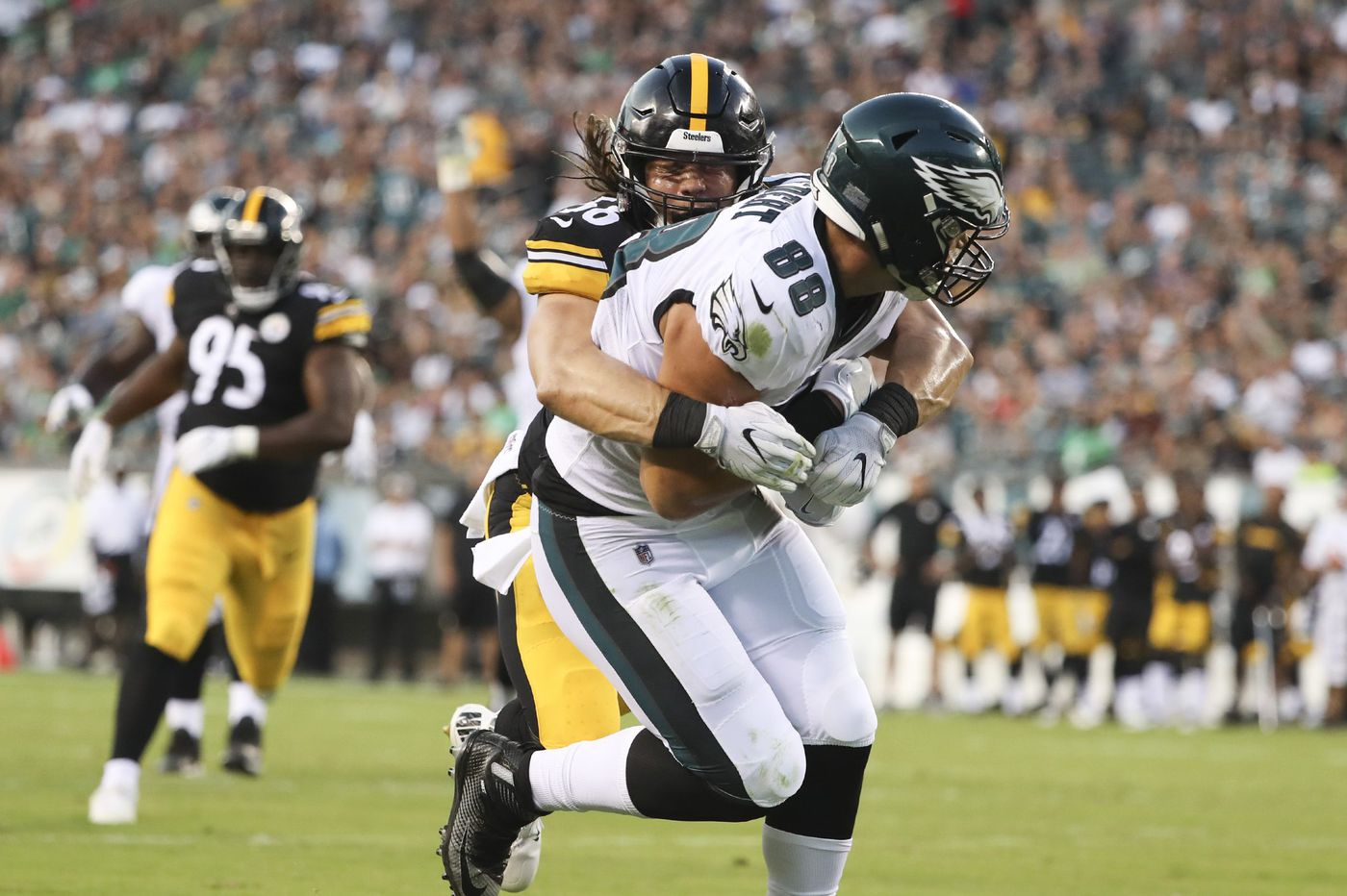 Dallas Goedert does his NFL debut in Eagles-Steelers preseason opener in style