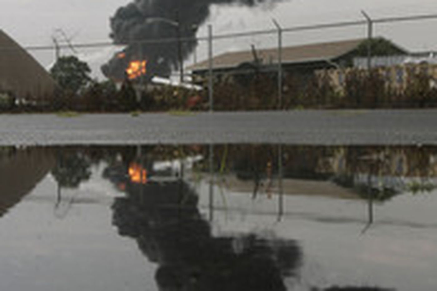 Lightning sets fire to a tank at refinery