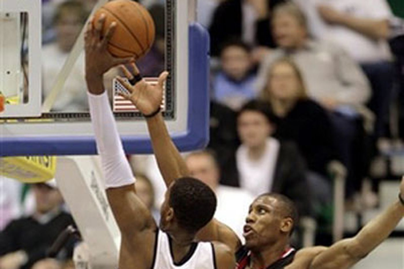 76ers hit sour notes against Jazz