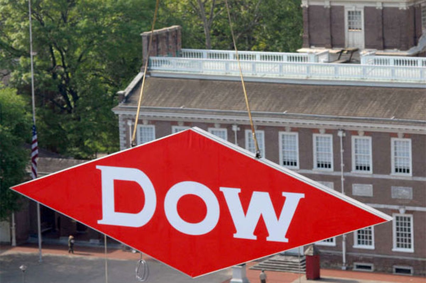 Dow wins EPA honor for paint ingredient