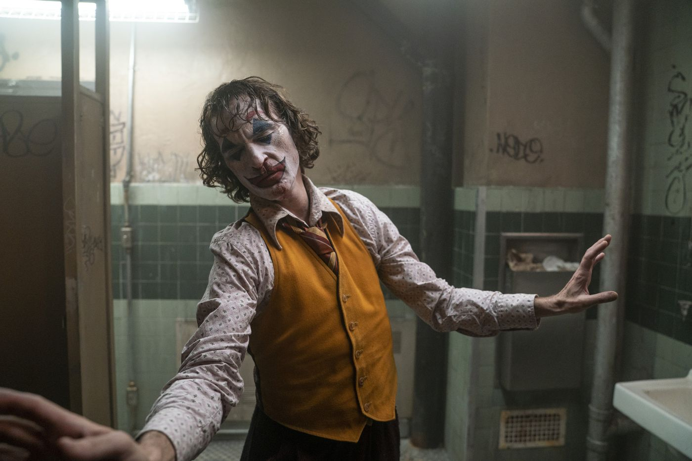 'Joker': Wild card Joaquin Phoenix dominates and distorts a creepy movie