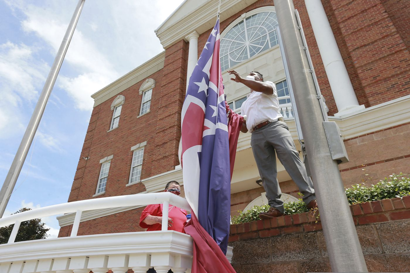 Mississippi governor signs bill changing state's flag, abandoning Confederate symbol