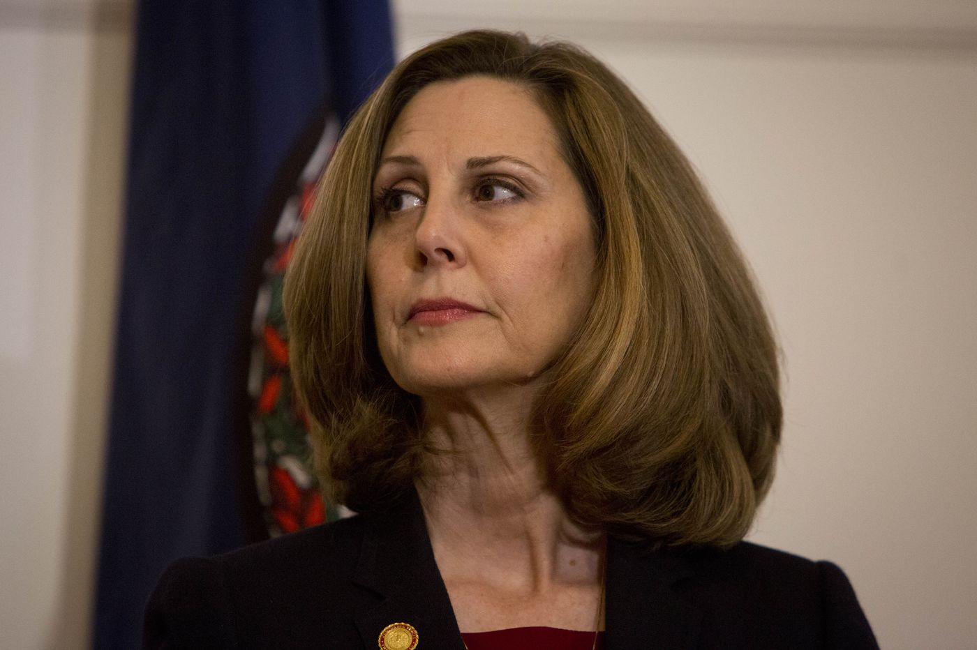 Virginia first lady criticized for handing cotton to black students on mansion tour