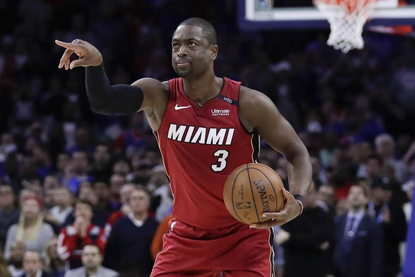 Dwyane Wade punishes Sixers with 28 points to even the series