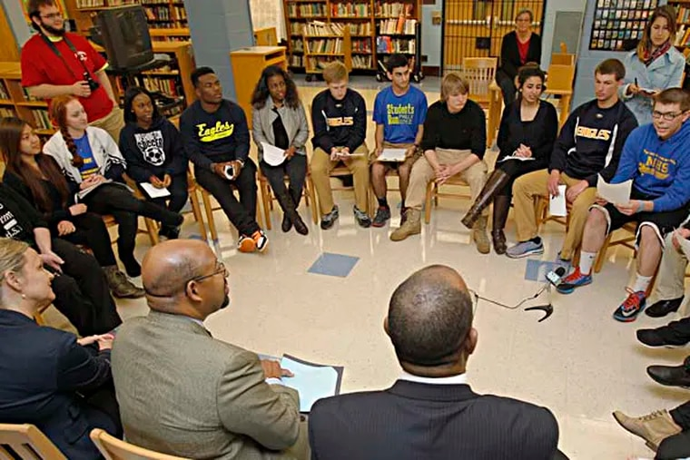 Mayor Nutter (2nd from bottom left) is having discussion with 11th and 12th grade students. ( AKIRA SUWA  /  Staff Photographer )