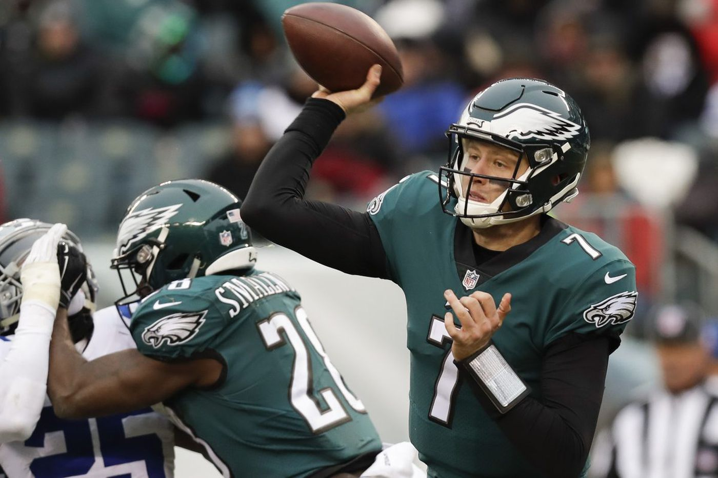 Think Eagles should start Nate Sudfeld? You're missing the point | Mike Sielski