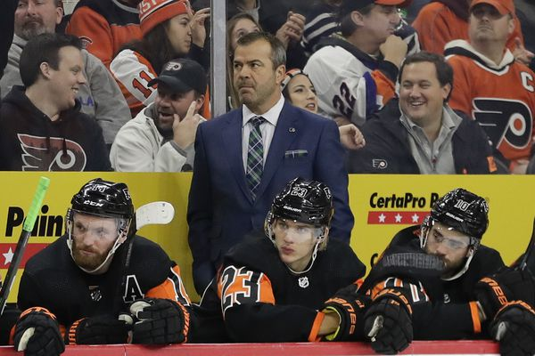 Flyers coach Alain Vigneault switching things up in effort to jump-start struggling team