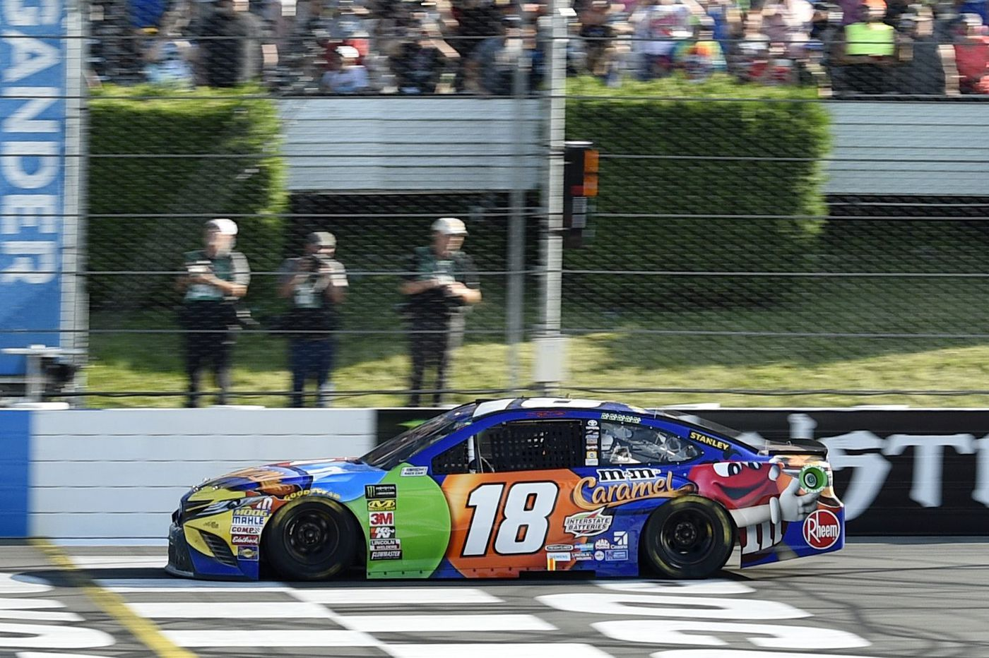 Kyle Busch wins the Gander Outdoors 400 to sweep the weekend at Pocono Raceway