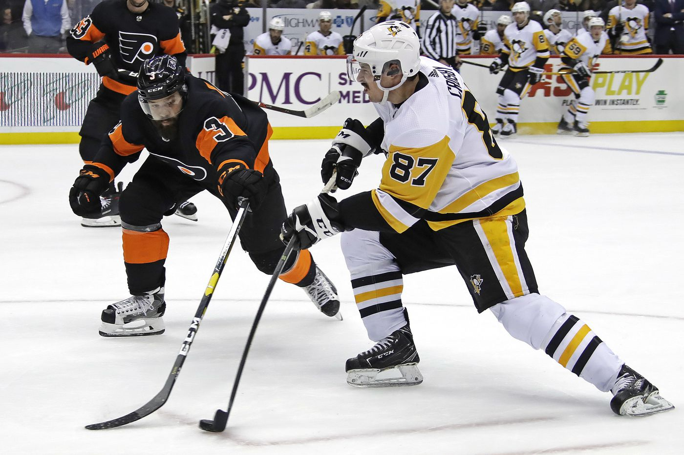 Flyers beat Penguins on the road after stressful week; Simmonds fight ignites win