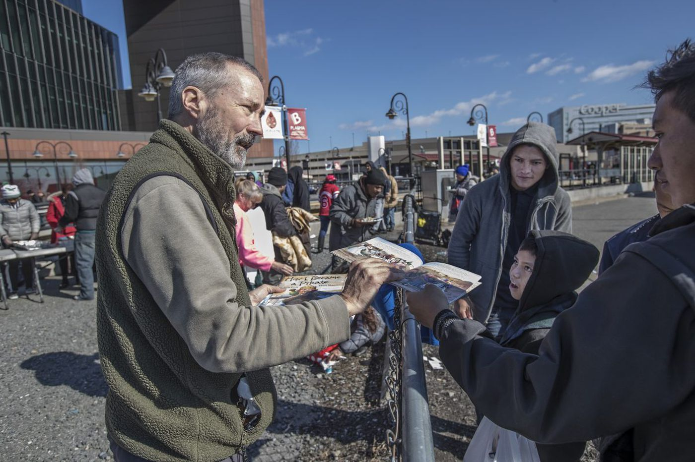 In Camden, 'Pop Up Library' answers a need to read | Kevin Riordan