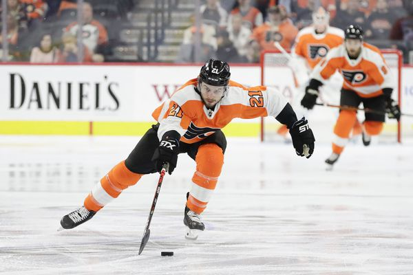 Flyers forward Scott Laughton looks at Nov. 23 as possible return from finger injury
