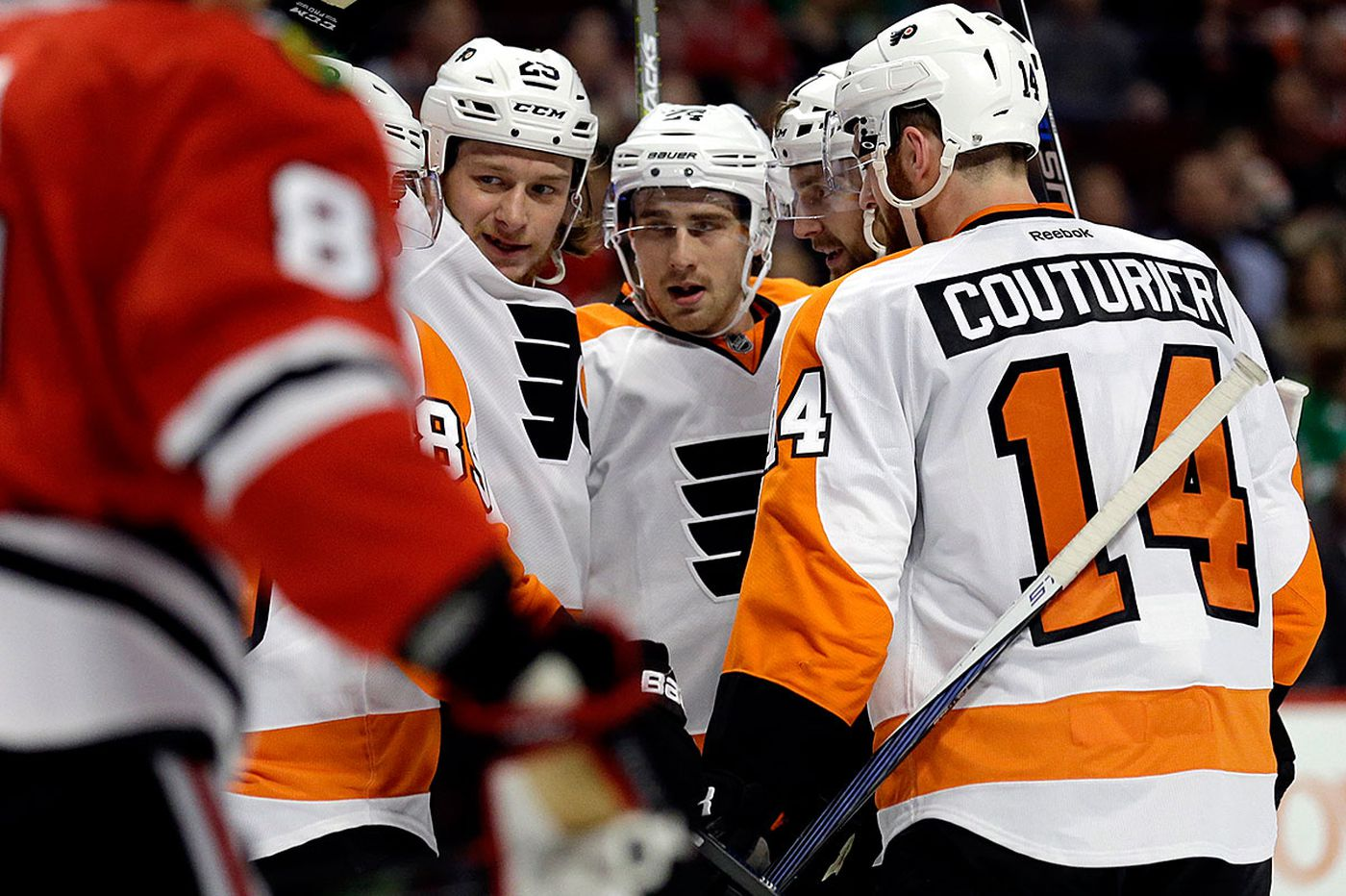 Flyers beat Blackhawks, move into playoff position