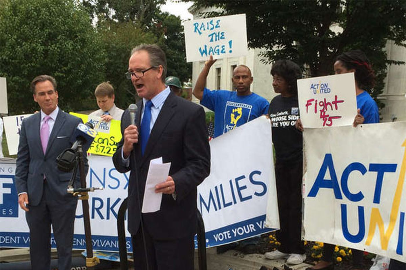 Dems, unions, others rally for hiking minimum wage