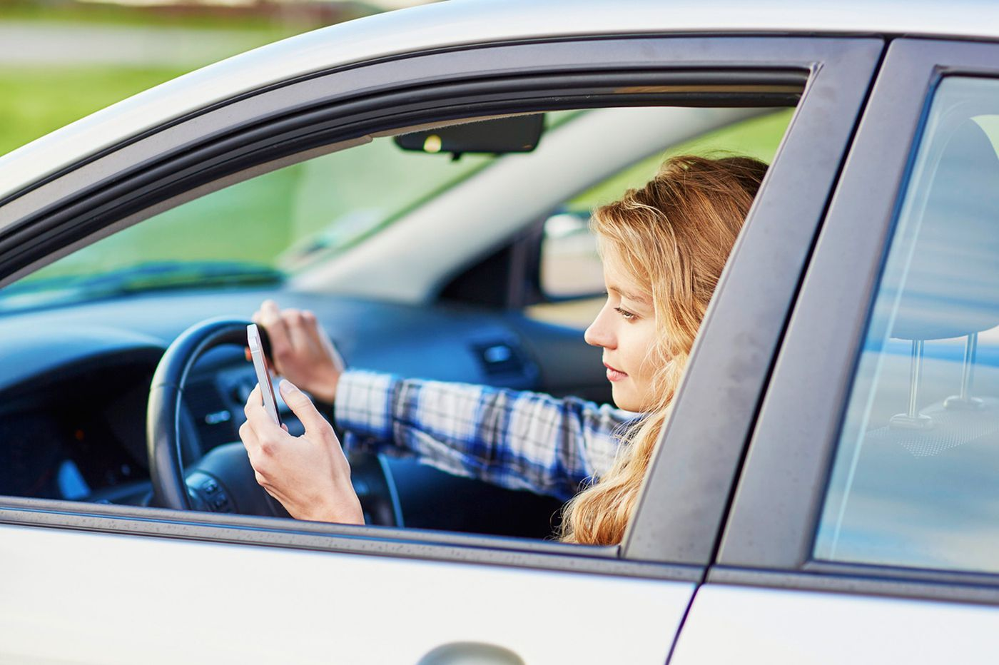 Tips to get teens off their devices when they drive
