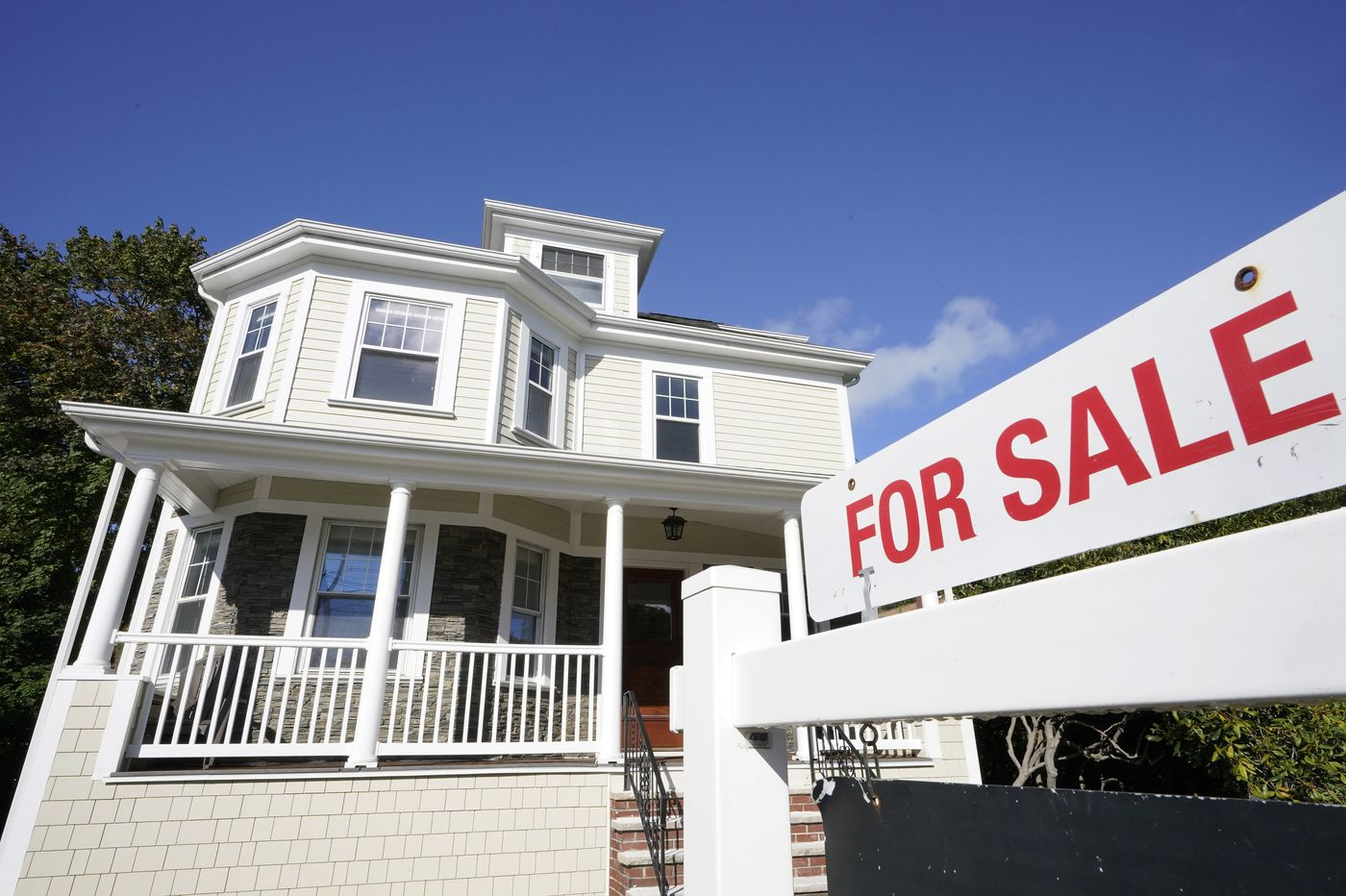 30-year mortgage rate drops to record low