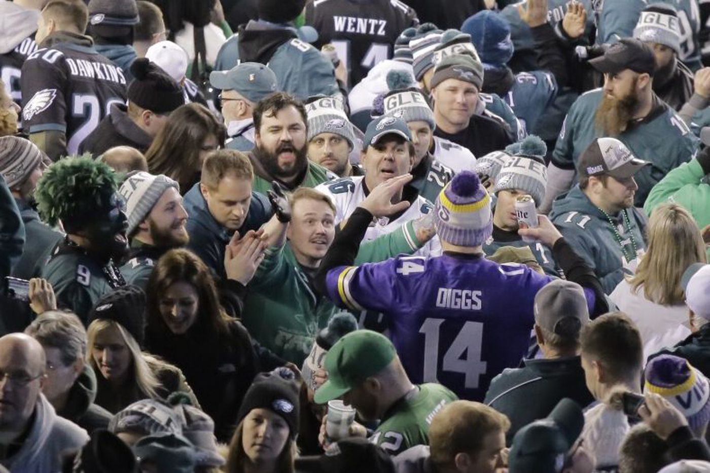Vikings fan raising money for Eagles charity to welcome team to Minn. for Super Bowl