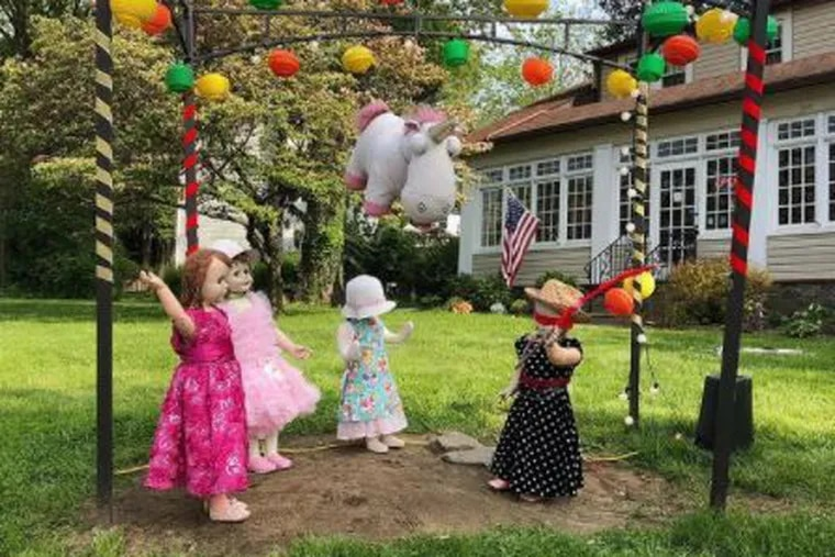 In May 2019, Susan Triggiani created this lawn display with her Patti Playpal dolls in celebration of Cinco de Mayo.