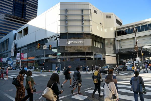 Philadelphia's renovated downtown mall still focuses on the inside, instead of on Market Street | Inga Saffron
