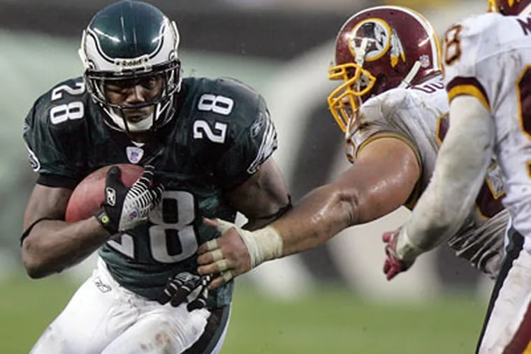 Former Eagle Correll Buckhalter, shown here playing against the Washington Redskins, is facing federal charges for alleged health care fraud.