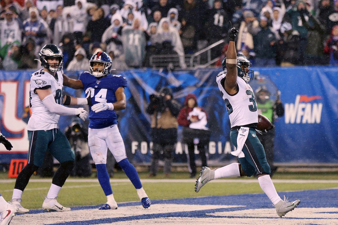 Eagles win NFC East as Boston Scott, Fletcher Cox, Carson Wentz lead a determined push past the Giants