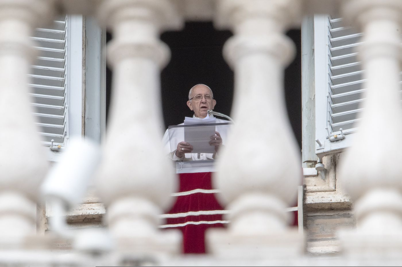Book alleges 80% of Vatican priests are 'gay'