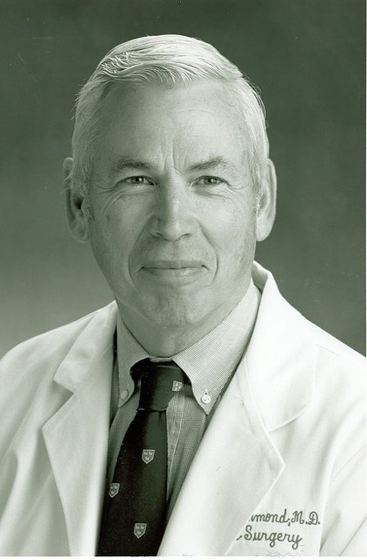 Denis S  Drummond, 84, noted spine surgeon and chief of