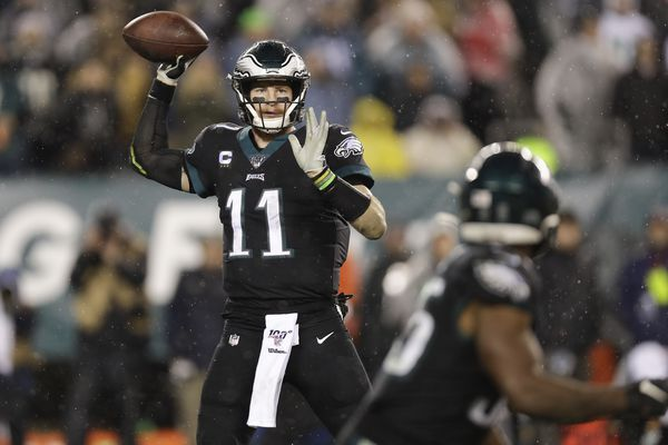Here's the bar for Carson Wentz after Eagles' win over Giants: Can you be the QB Eli Manning was? | Mike Sielski